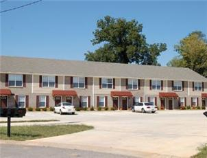 Raleigh Station Townhomes apartment in Clarksville, TN